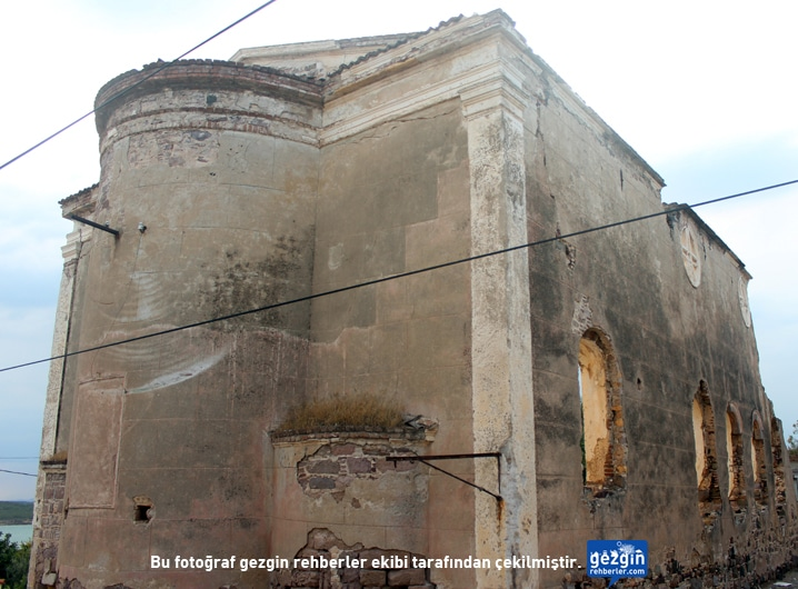 agia_triyada_kilisesi_2
